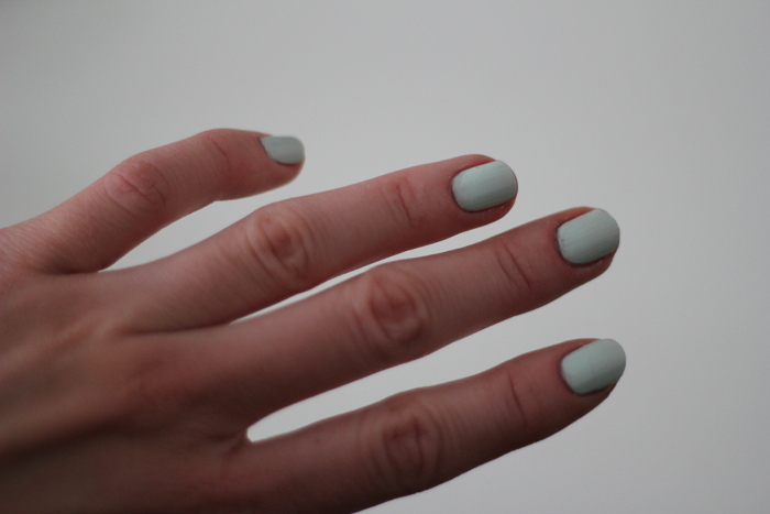 beauty: almost white nailpolish