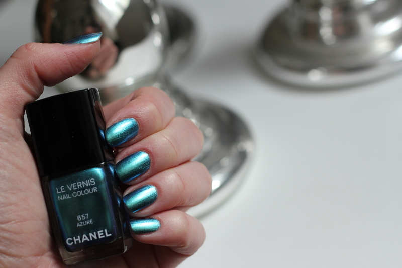 beauty: chanel azuré nailpolish