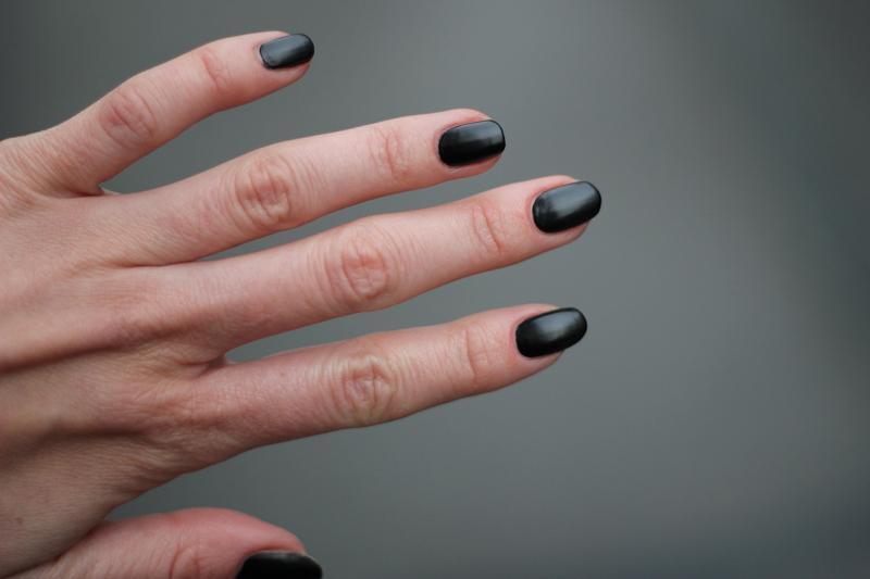 nails: black matte