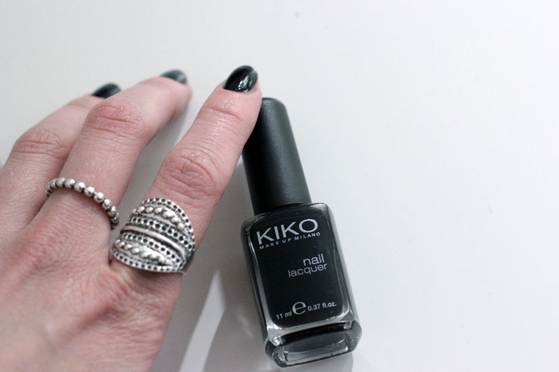polish: black nailpolish