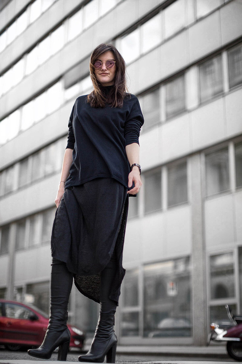 linen dress over pants all black streetstyle