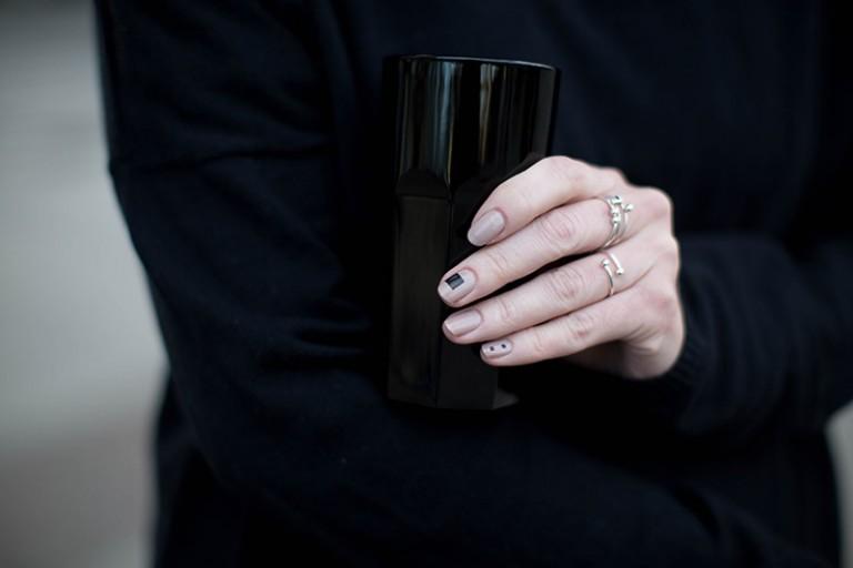 minimalistic manicure black and nude