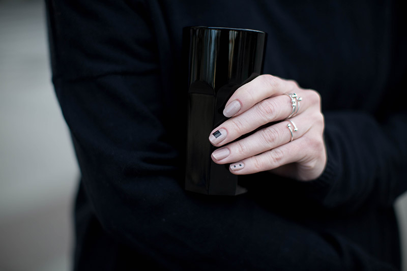 minimalistic manicure black and nude