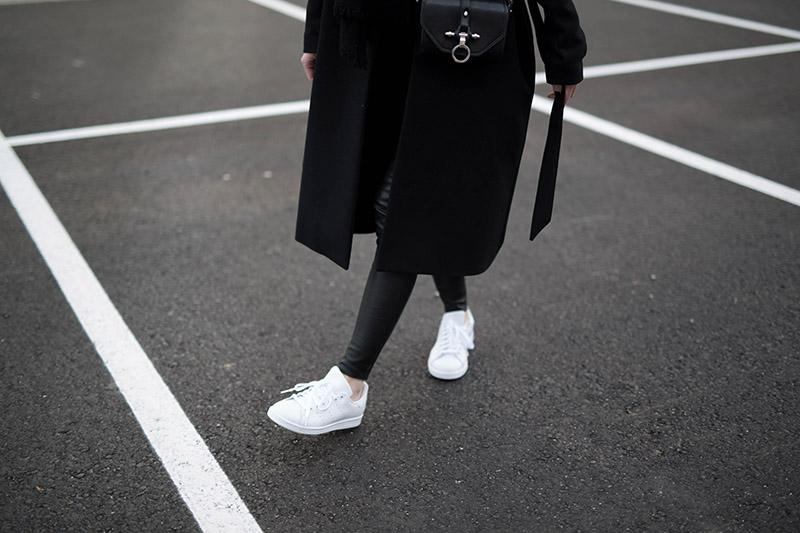 streetstyle adidas stan smith sneakers allwhite