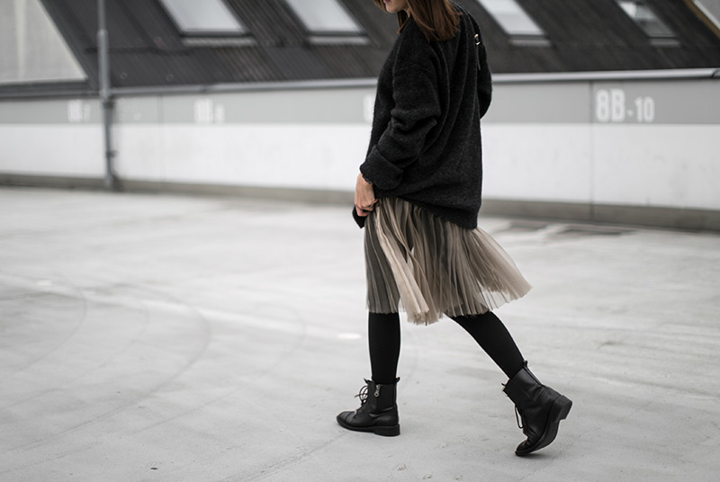 skirt-pleats-worry-about-it-later-minimal