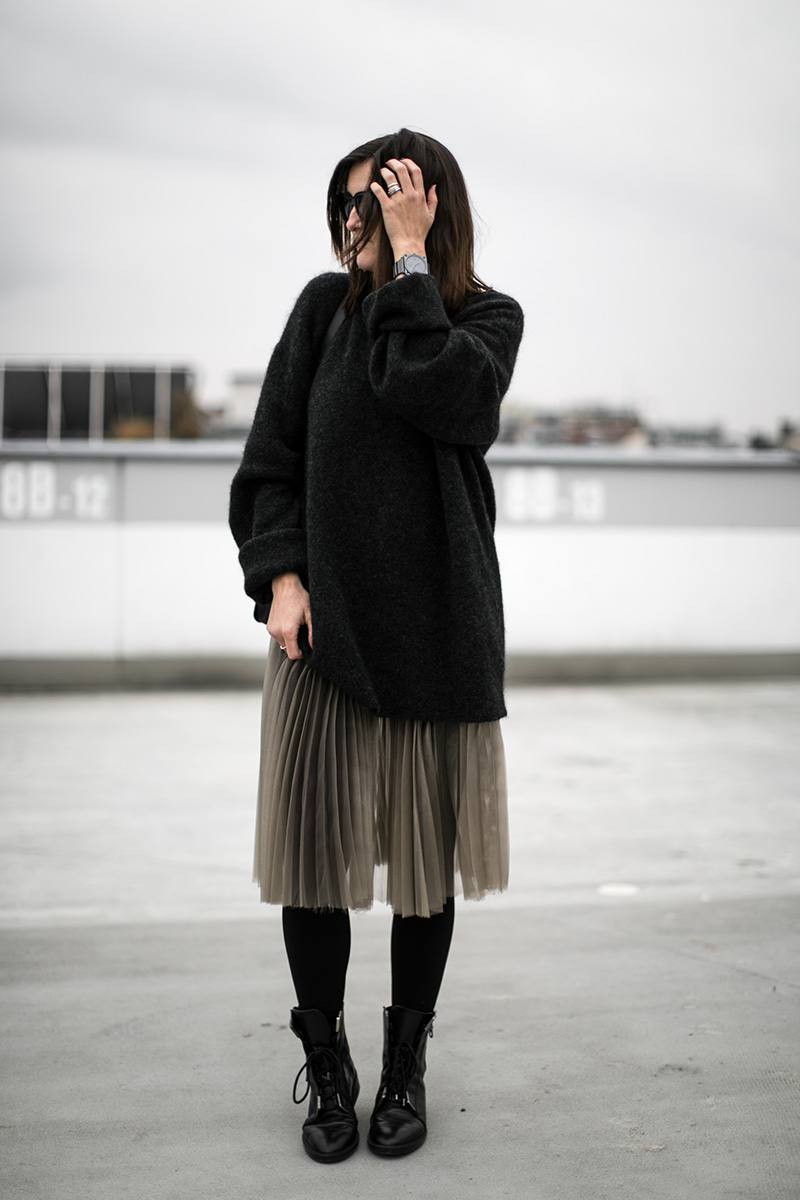 worry-about-it-later-pleated-skirt-streetstyle-vienna-zara-boots