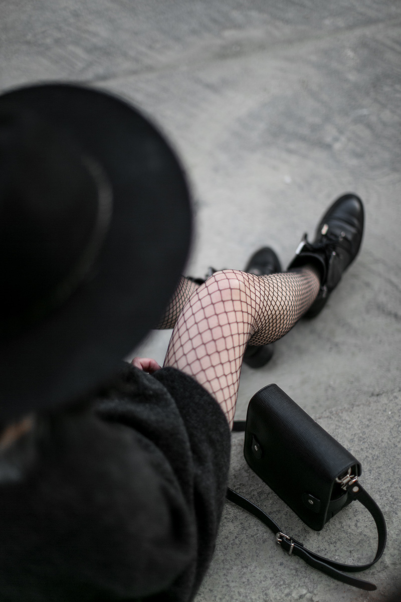 black-fishnet-tights-worry-about-it-later-streetstyle-vienna
