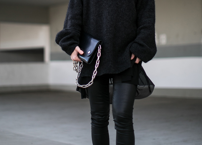 worry-about-it-later-acne-chain-bag-streetstyle-vienna-ruffle-shirt