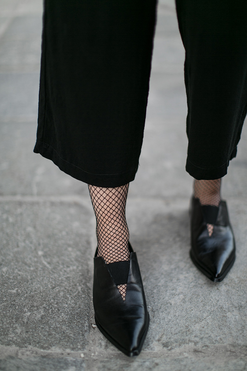 fishnet tights worry about it later streetstyle vienna all black