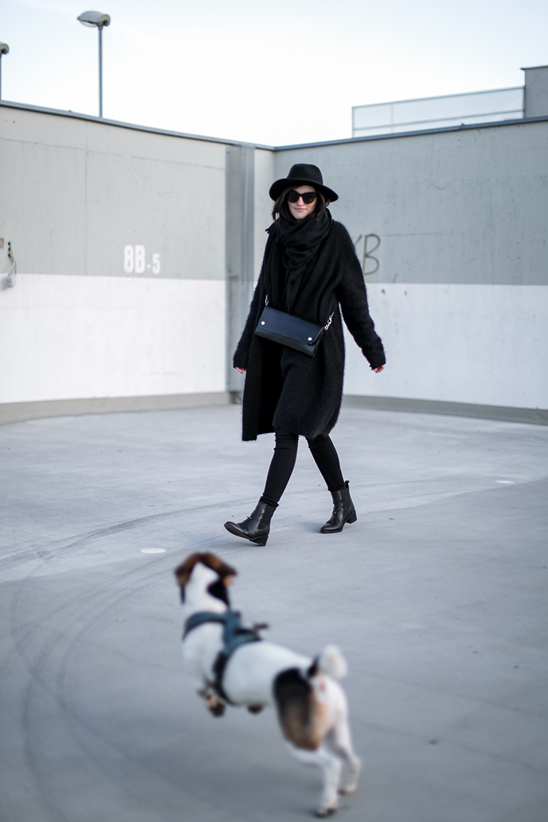 waldi-the-dog-worry-about-it-later-streetstyle-vienna-total-black