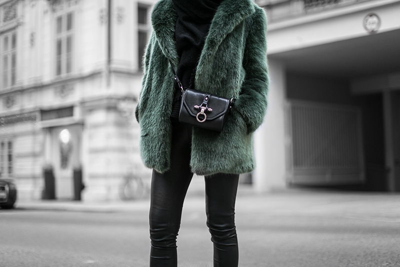 fashion blog vienna streetstyle worry about it later defect green fake fur coat
