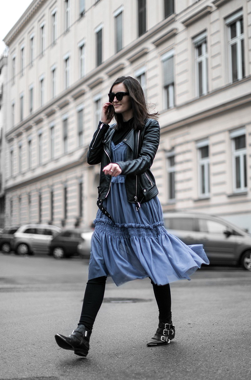 streetstyle vienna worry about it later diesel booties hm trend blue dress