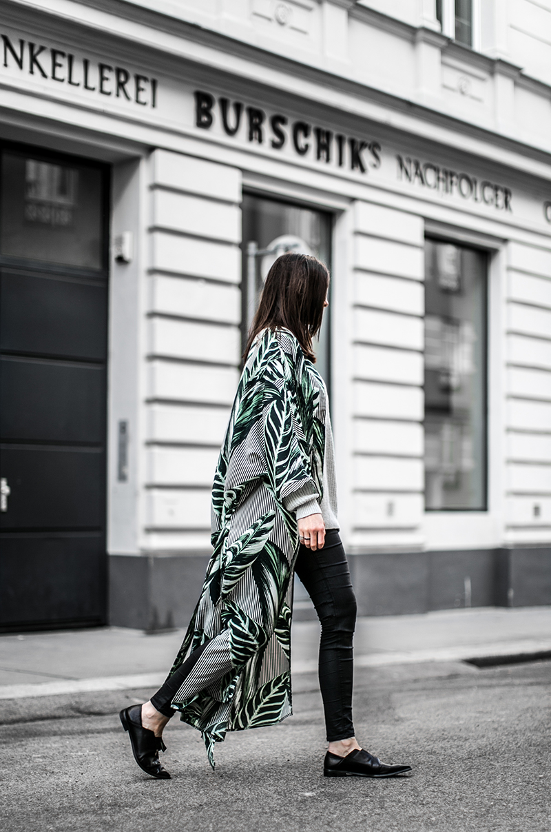 weekday kimono gruen palmenblatt worry about it later streetstyle vienna fashionblog austria