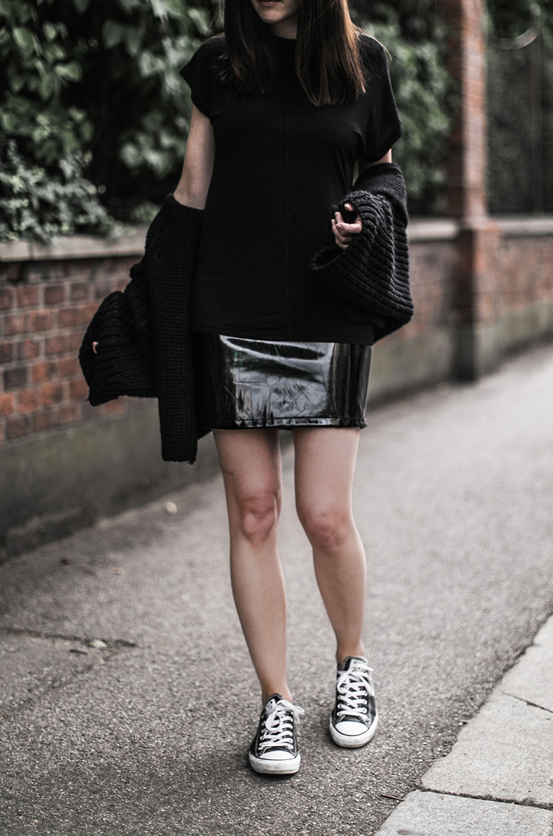 black vinyl skirt bikbok streetstyle vienna worry about it later