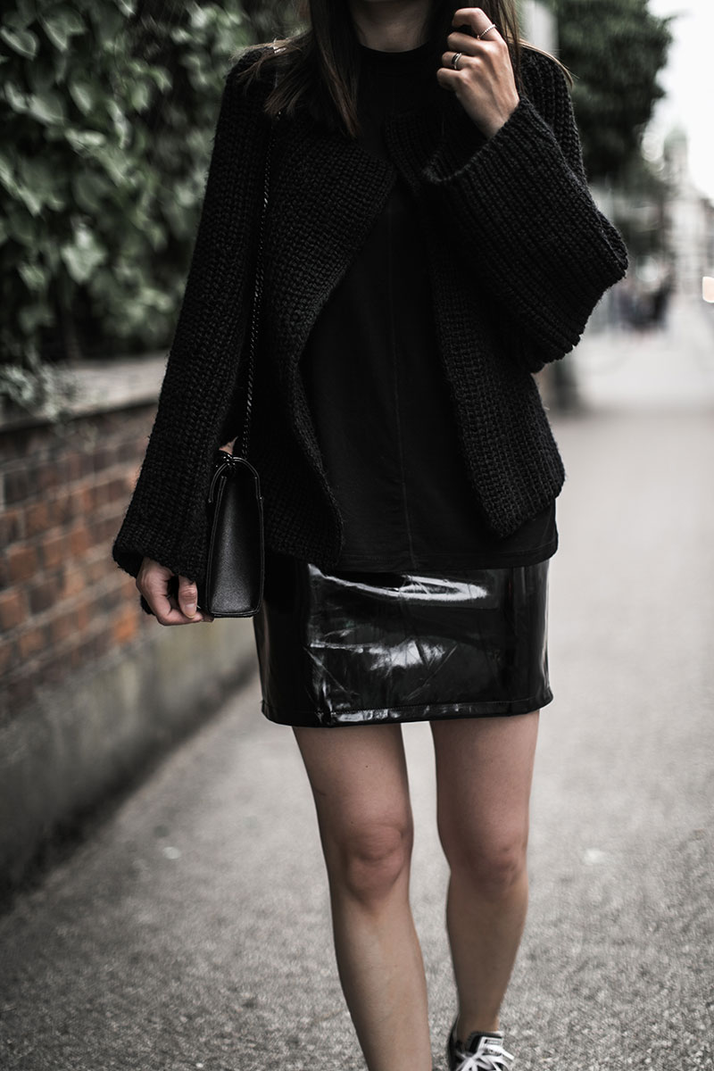 saint laurent monogram tasche schwarz vinyl rock bikbok strickweste worry about it later streetstyle wien
