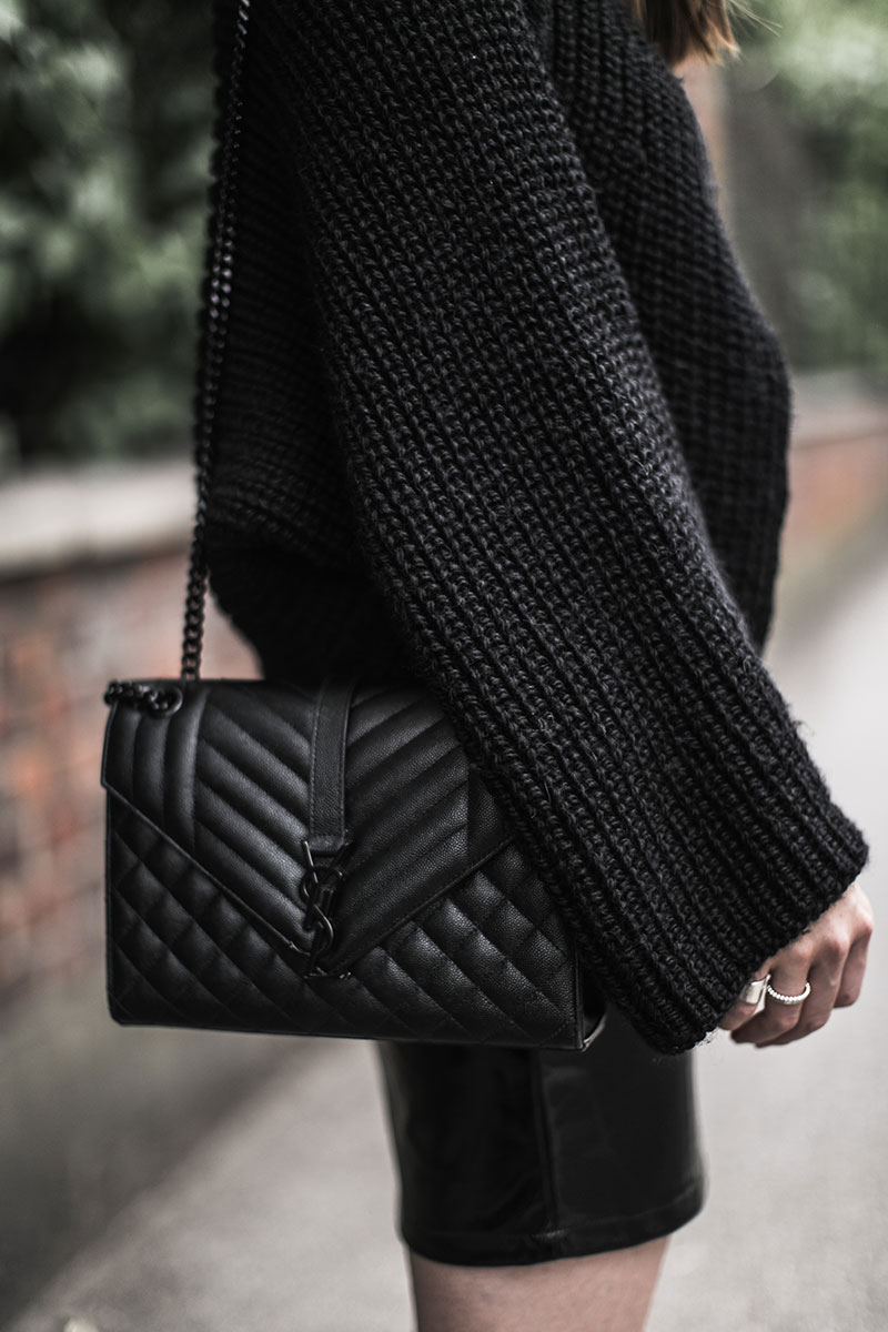 saint laurent monogramme bag total black worry about it later streetstyle