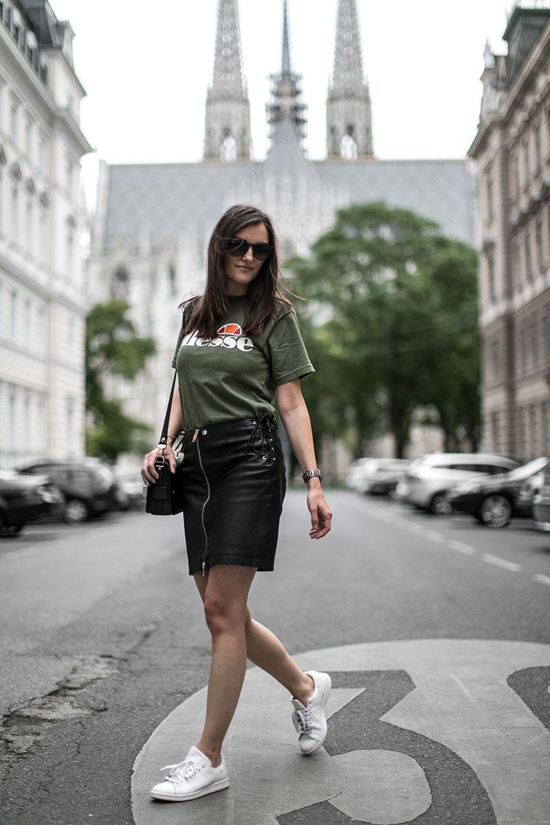 Diesel Lederrock und Ellesse T-Shirt