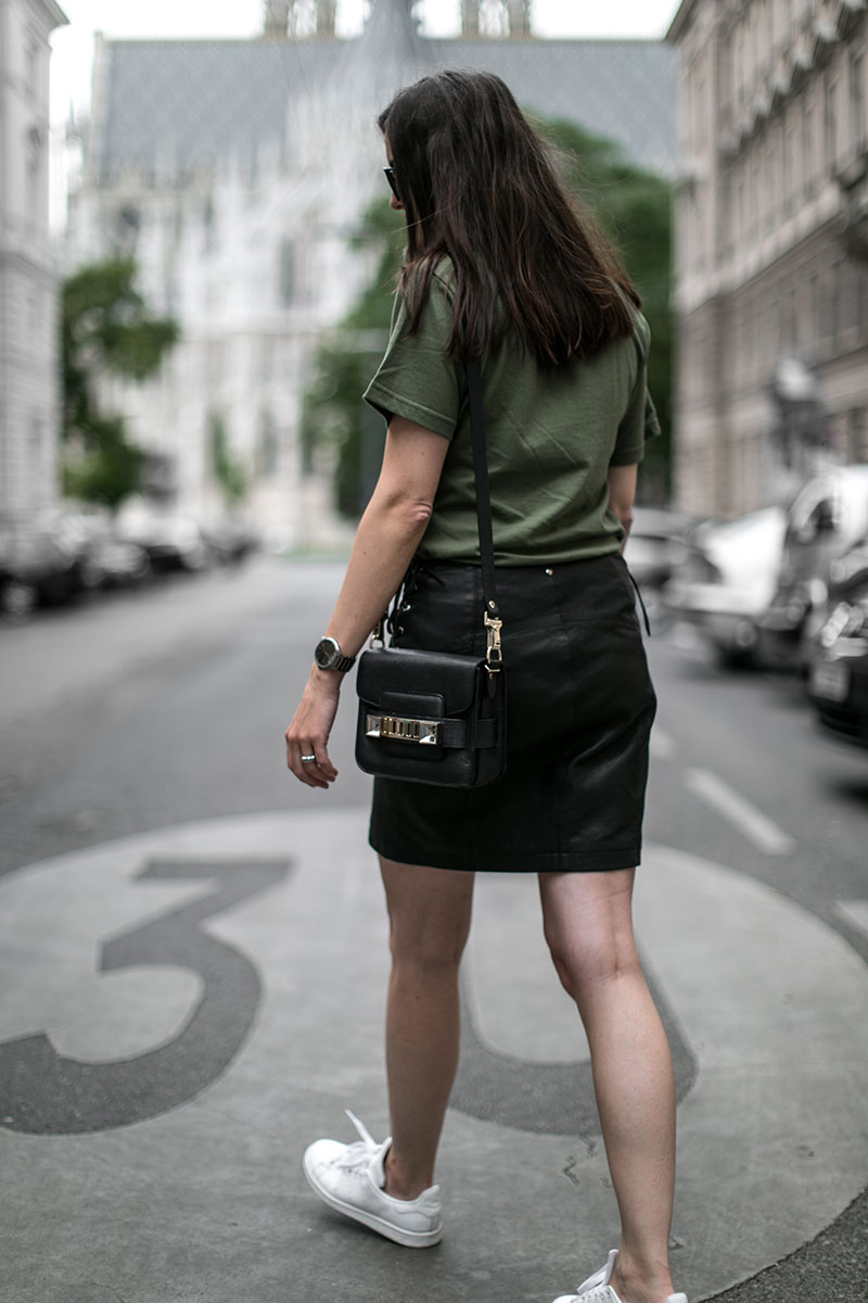 proenza schouler shoulder bag worry about it later streetstyle vienna fashionblog austria