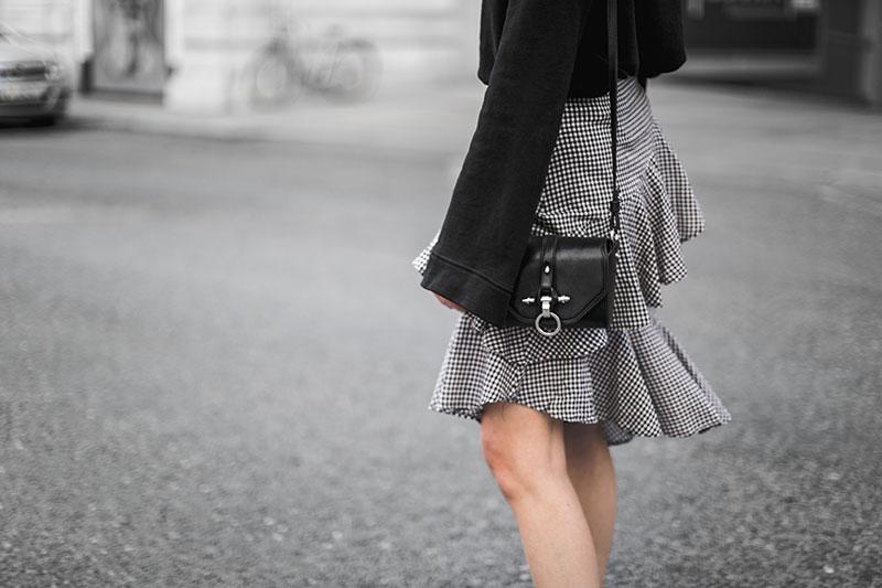 vichykaro rock schwarz weiss worryaboutitlater streetstyle wien minimal outfit