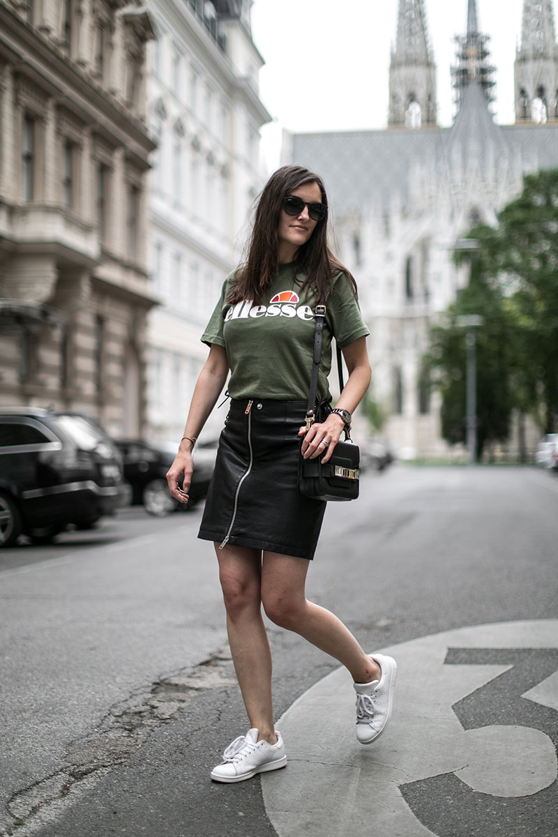 worry about it later fashionblog wien diesel schwarzer minirock ellesse tshirt streetstyle vienna