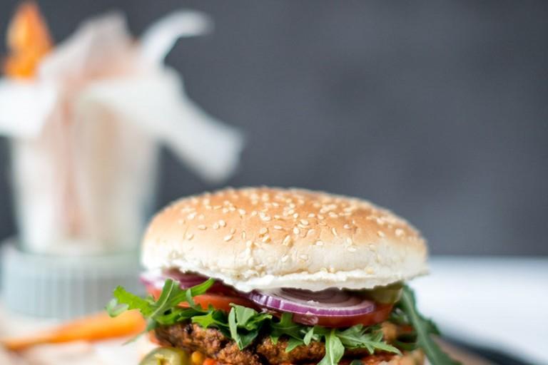 Falafel-Burger mit FELIX Sugo Streetfood Style