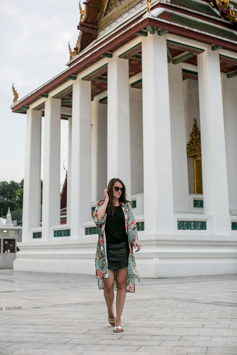 Wat Thepthidaram bangkok worry about it later