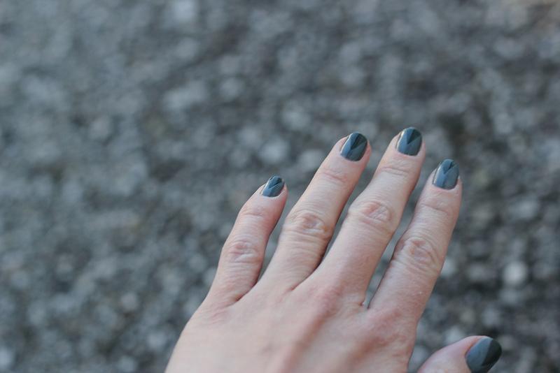 beauty: grey nails