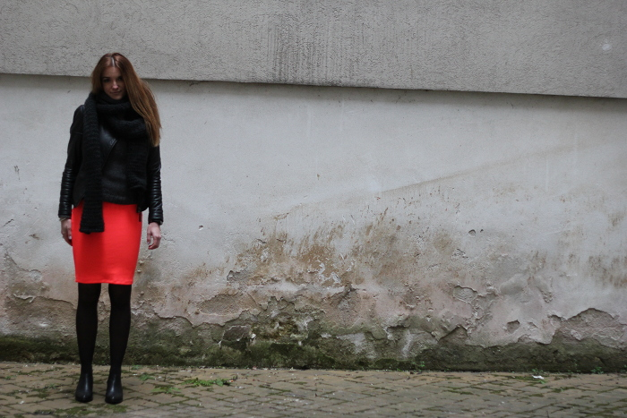 ootd: touch of neon