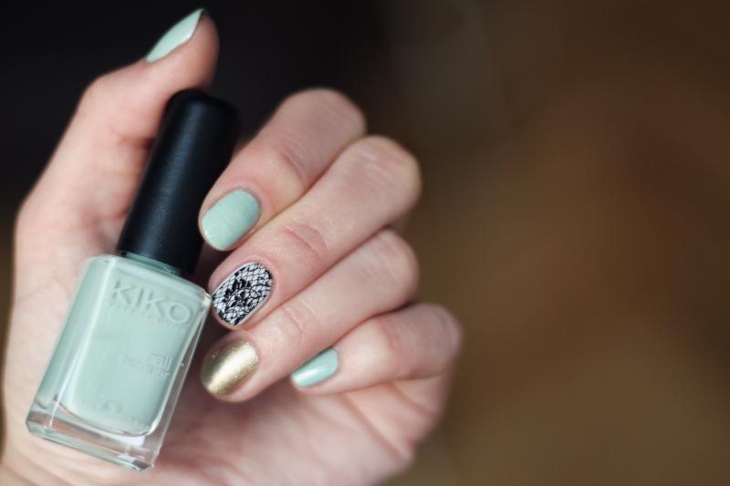 nails: lace