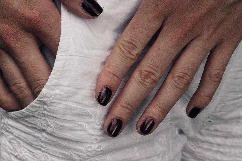 nails: malice chanel
