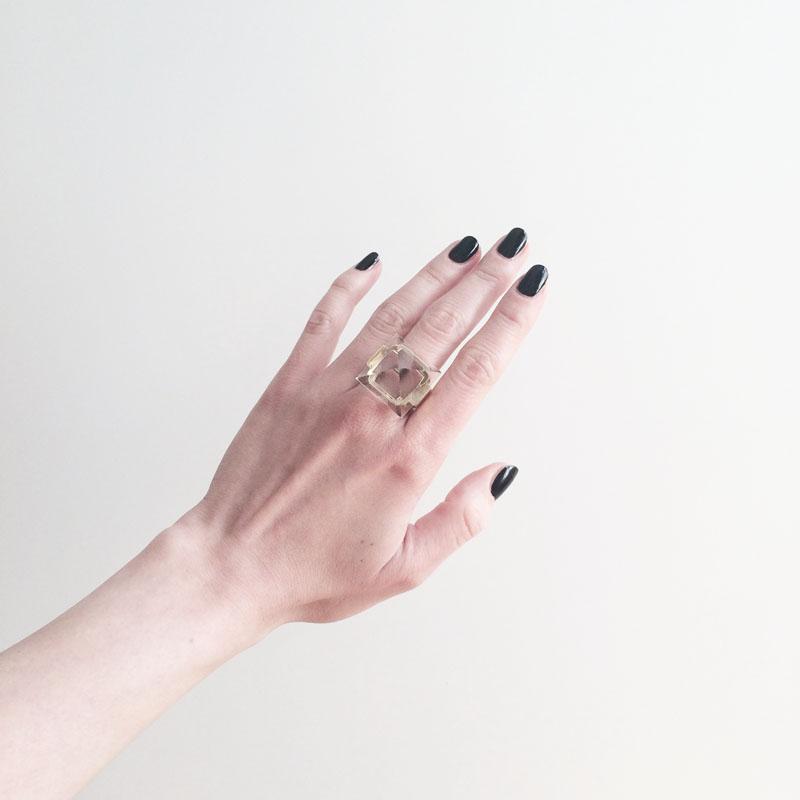 polish: louvre on my hand