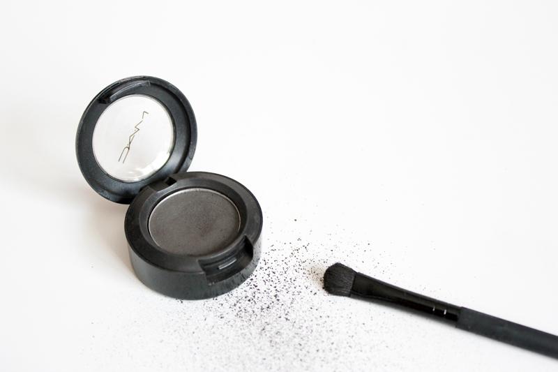 beauty: minimalistic eyeshadow