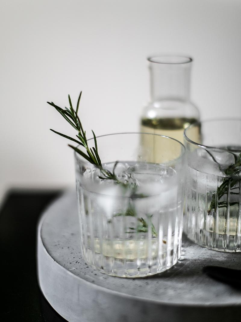 Gin Tonic mit selbstgemachtem Rosmarin Sirup