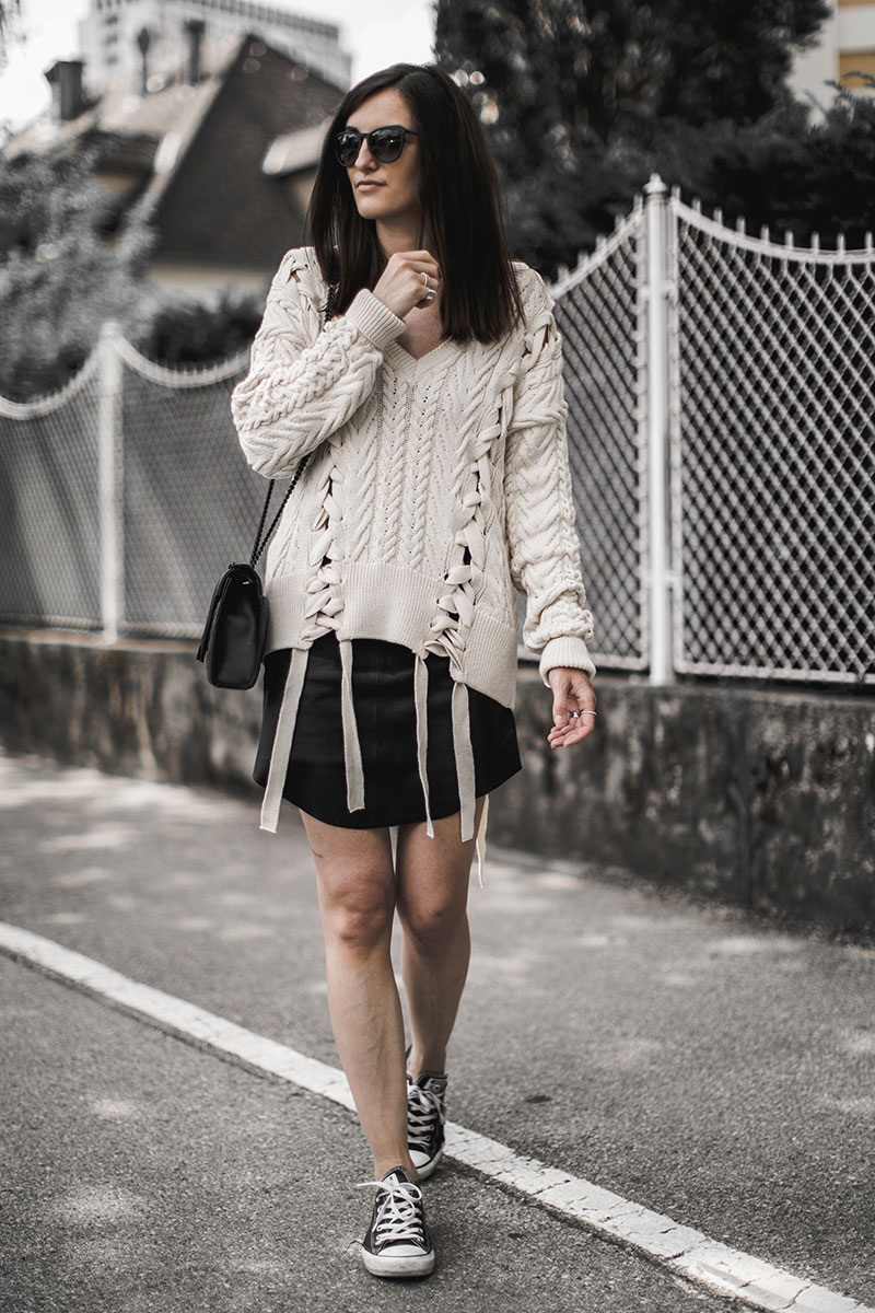 sommer strickpulli beige worry about it later sommer outfit inspiration