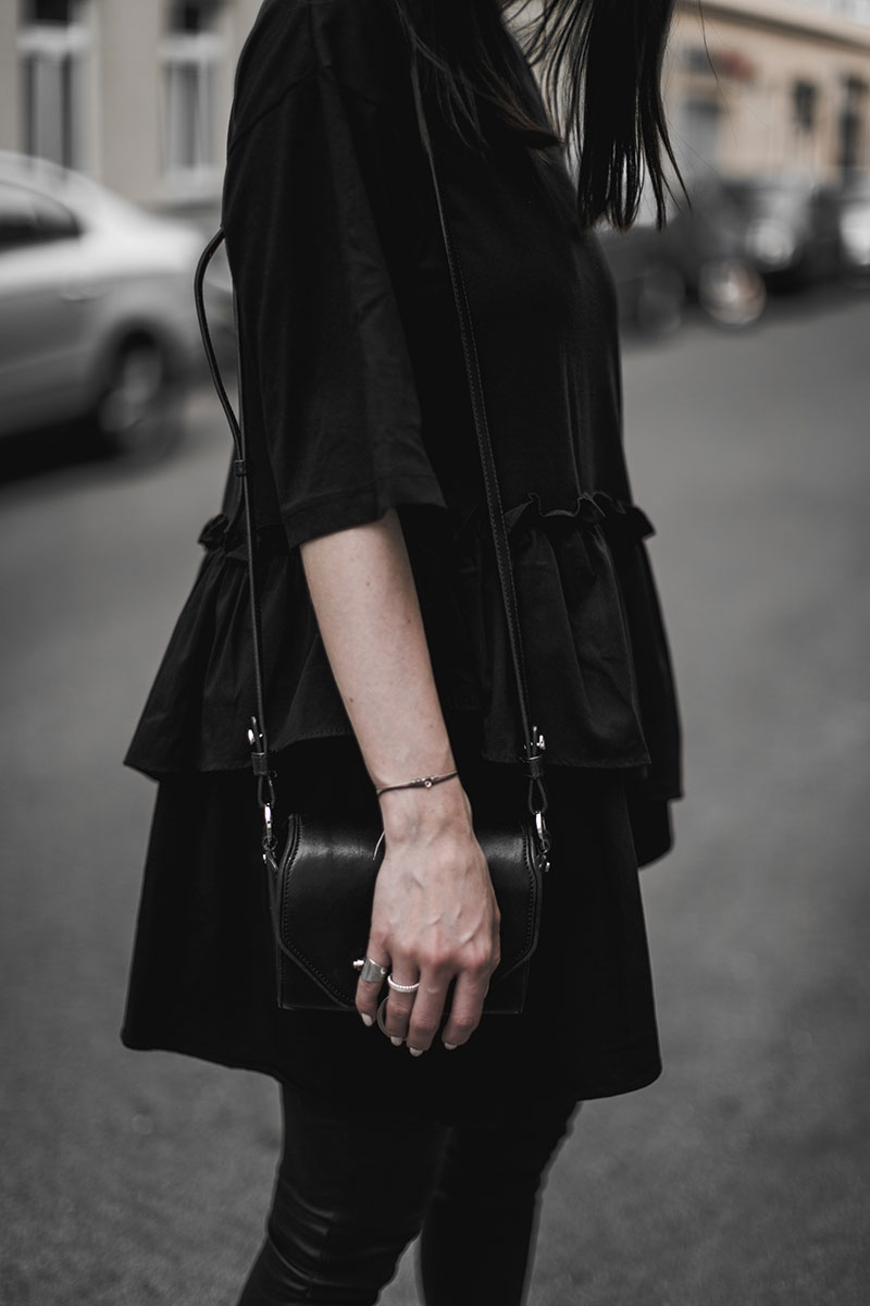 worry about it later total black outfit streetstyle fashionblog austria