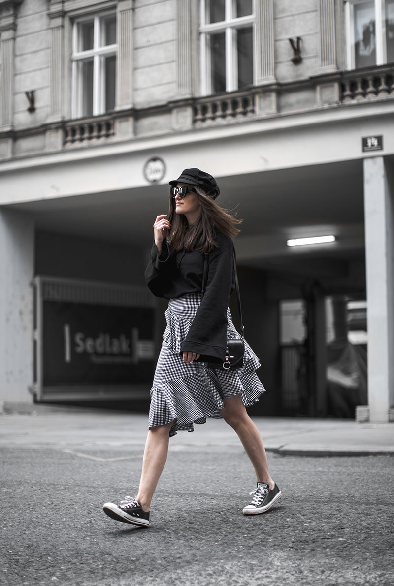 minimal outfit worry about it later fashionblog vienna ootd givenchy obsedia crossbody bag gingham skirt nakd
