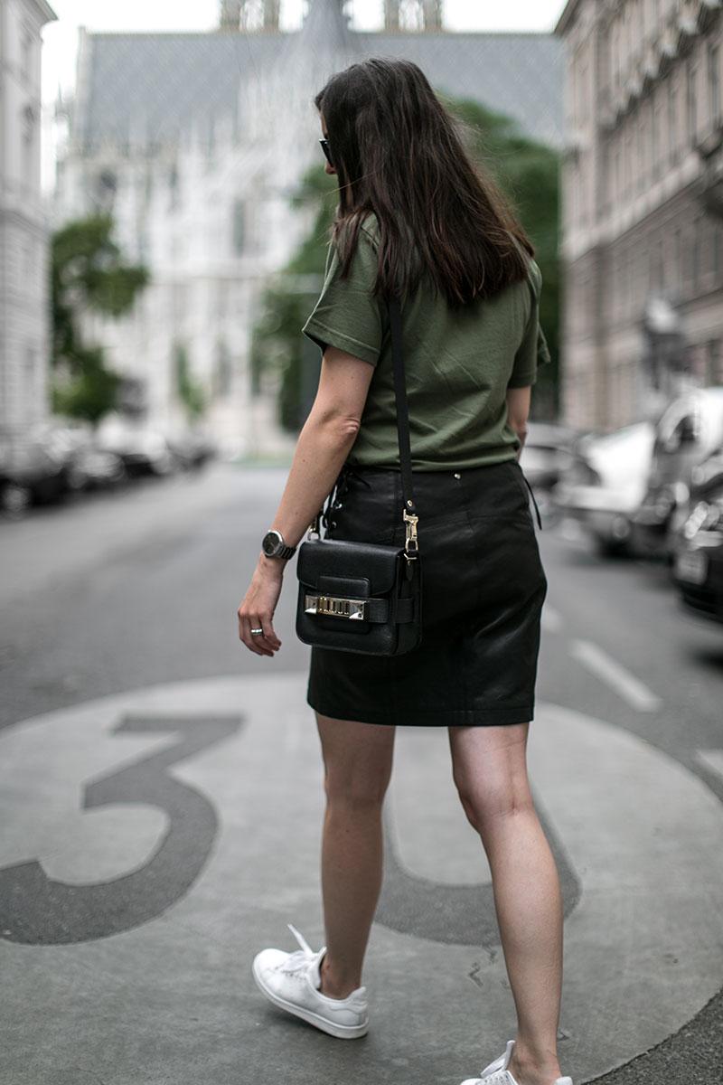 proenza schouler shoulder bag worry about it later streetstyle vienna fashionblog austria