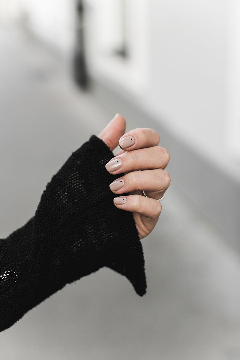 beautyblog wien worry about it later bianca nude nagellack schwarze tupfen